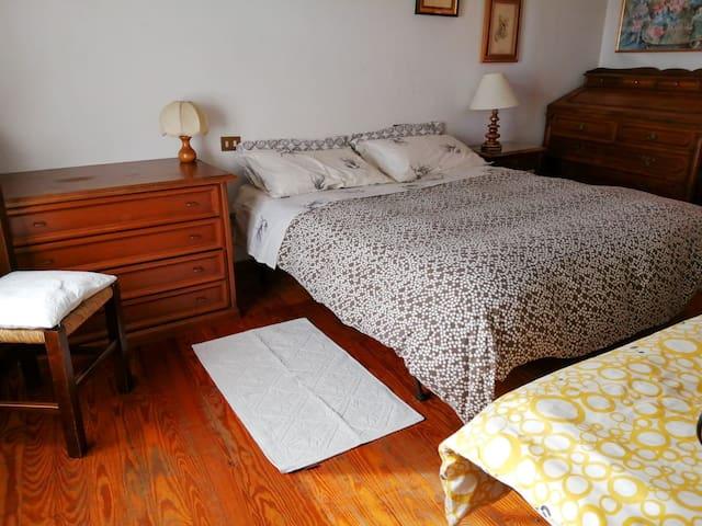 camera da letto matrimoniale più un letto singolo