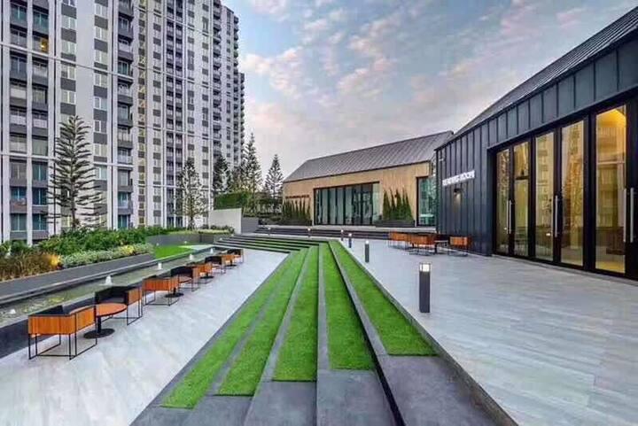 No1. Big Weekend market Rama 9 火车夜市 WIFI-Roof pool