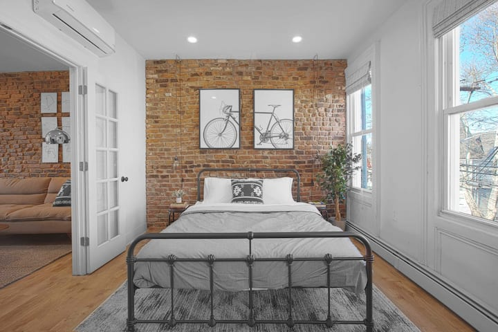 Designer 1BR with exposed brick, 30 mins to NYC