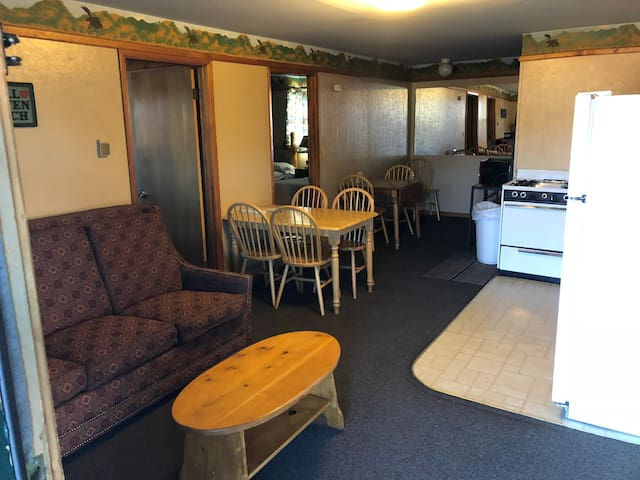Lodge cabin with shared hot tubs - walk to dining & shopping - dogs OK!