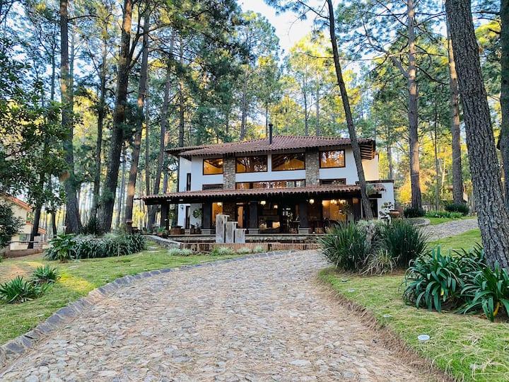 Hermosa Cabaña en coto PRIVADO, rodeada de bosque.