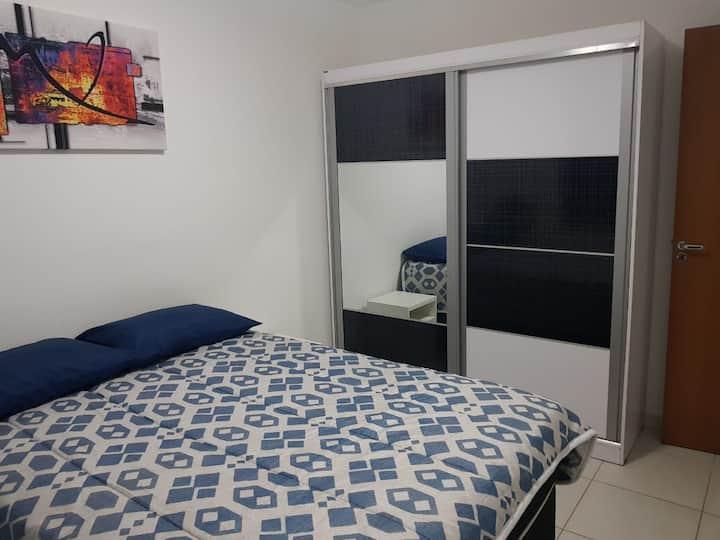 Apartamento Mobiliado, Decorado e Bem Localizado!!