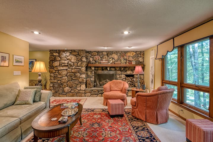 Private Woodland Setting in a Convenient Location