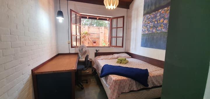 Room with double bed - Casa do Alemão Q2