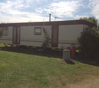 Cozy cottage style caravan. - Littleport