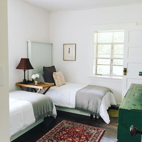 ❤️ Delightful Room in Downtown Bungalow | 1BD