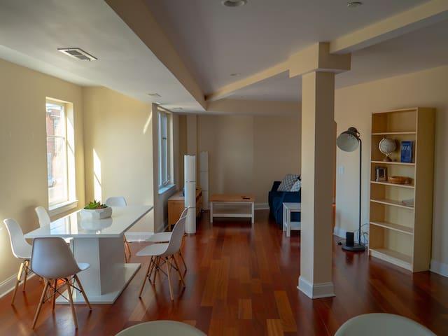 Huge 2 Bedroom In The Heart of Philly