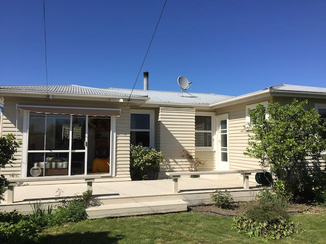 Quiet friendly garden setting near CBD Blenheim