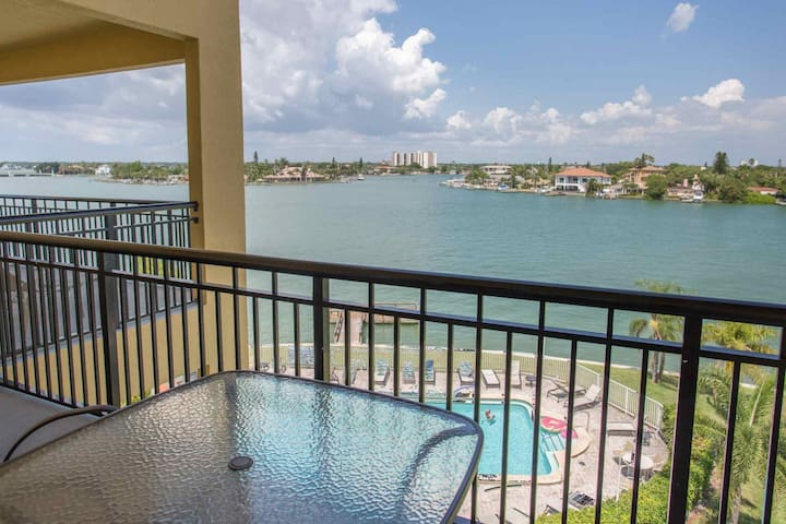 Excellent Vacation Value At One Of The Newest Buildings On The Island. - Treasure Island - Condo