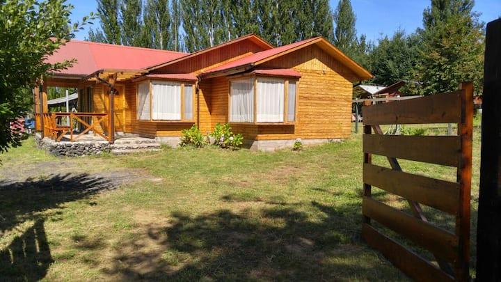 Hermosa Casa. Pasos de Lago Calafquen(10 Personas)