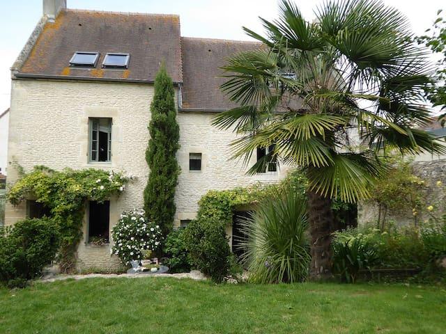 Maison familiale de caractère à 3 km de la mer - Colleville-Montgomery - House