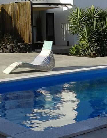Garden Apartment Tahiche, beach& heated pool  WIFI