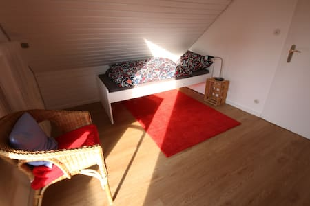Quiet Balcony room - near the A81 motorway
