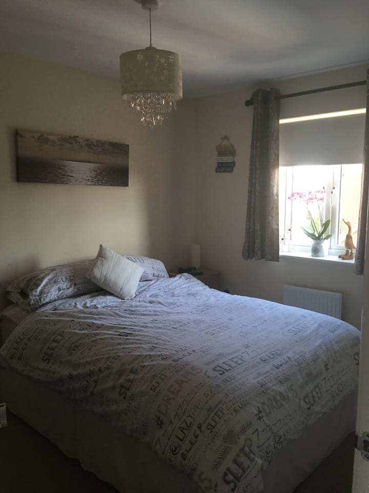 Cosy Double bedroom with private bathroom!