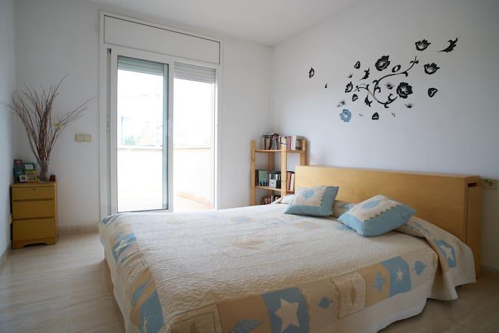 1 hab.doble a 15min montserrat - El Calvet - Huis