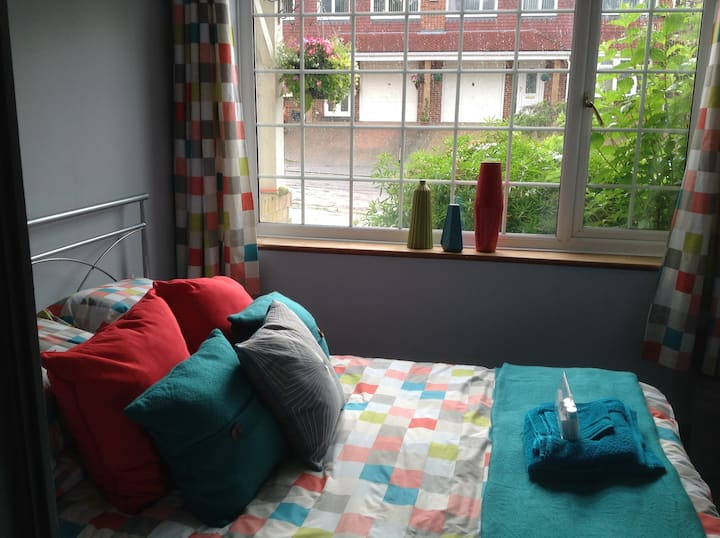 double bed  self contained ground floor pets welcm