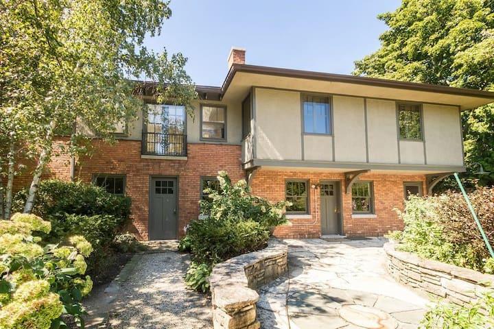 Evanston Guest House near beaches & Northwestern!