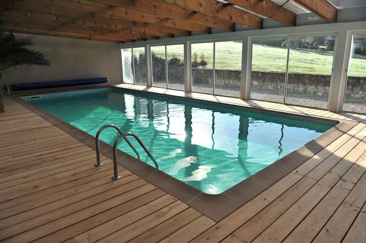 Gîte avec piscine privée intérieure,chauffée à 30°