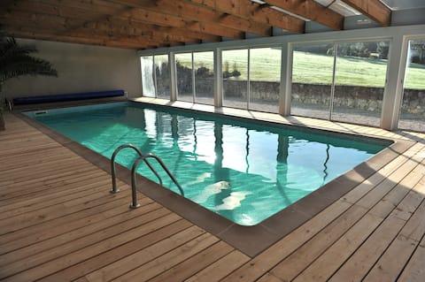 Cabana de vacanta cu piscina interioara privata, incalzita la 30°