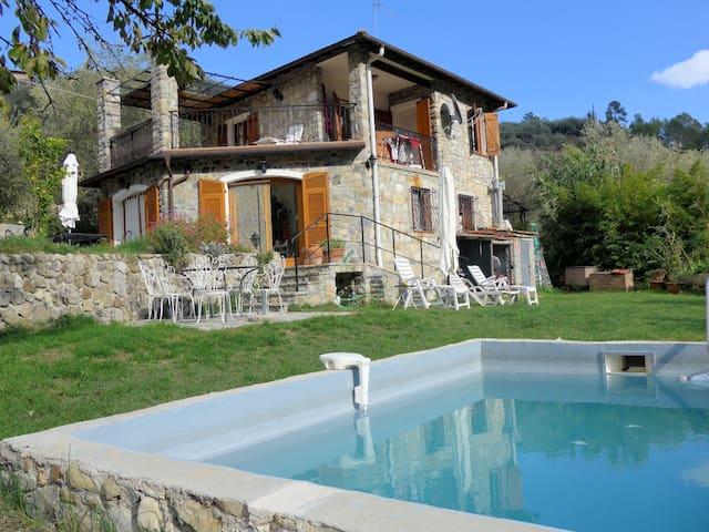 Villa Anna i fin bergsby nära havet - Olivetta San Michele - House