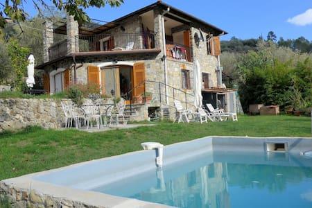 Villa Anna i fin bergsby nära havet - Olivetta San Michele