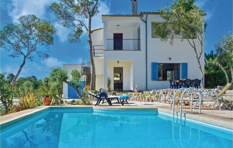 Holiday cottage with 3 bedrooms on 80 m² in Porto Petro