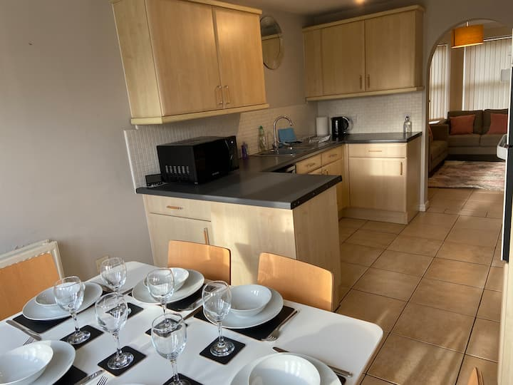 Johnson Townhouse 8 person serviced accommodation