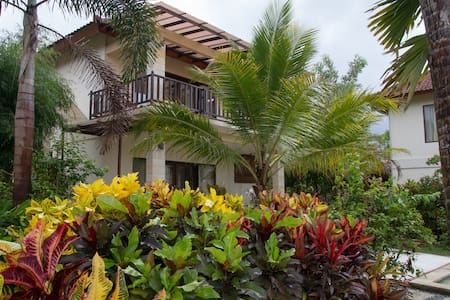Villa Kupu-Kupu with pool, 1st floor suite - Kecamatan Jembrana