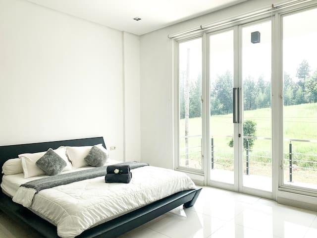 Bedroom 3 (1 King Bed + 1 Floor Mattress)