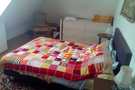 Chambre privée pour 2  dans maison au calme - Hennebont