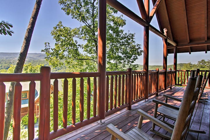 Cozy Cabin~4 Mi to The Island in Pigeon Forge