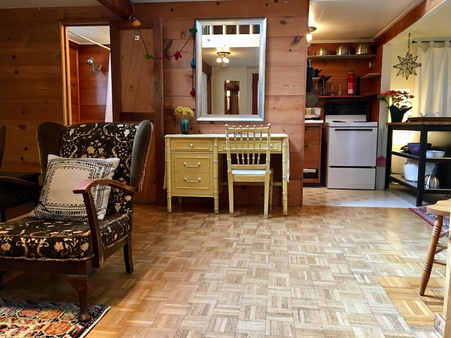 """""""This cottage is a very large space, rustic but well-equipped, right near the University of Oregon."""""""