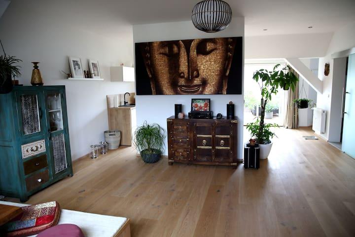 *NEW* Loft Apartment w/Roof-Top Terrace & Air-Con