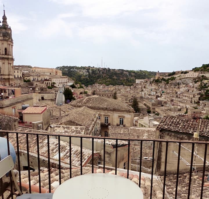 BALCONY ON MODICA - WONDERFUL VIEW ON SAN GIORGIO