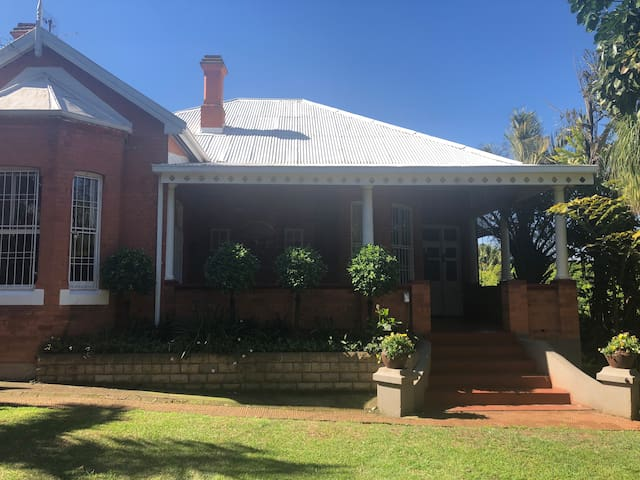 2 Melbourne Avenue-home away from home