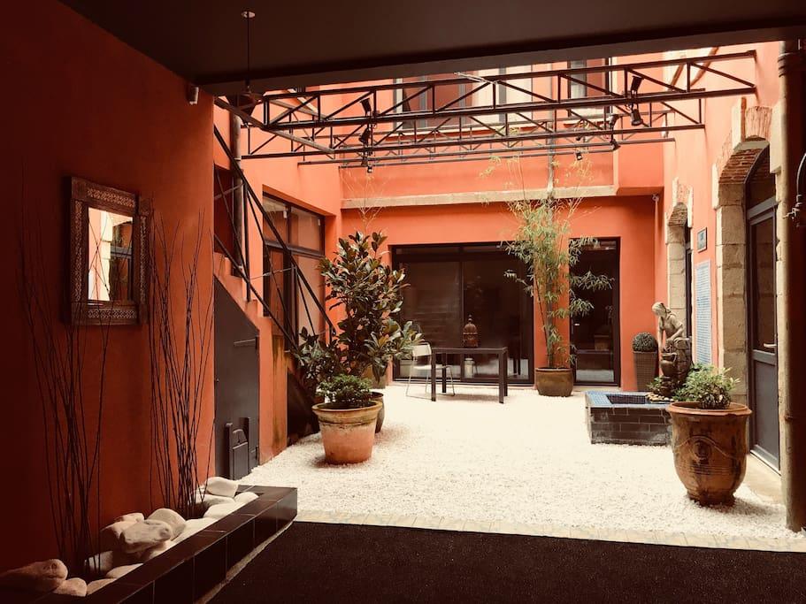 Patio d'entrée Théodore Room