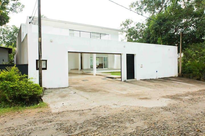 Serendib Villa Anuradhapura -Room 6 - Anuradhapura - Bed & Breakfast