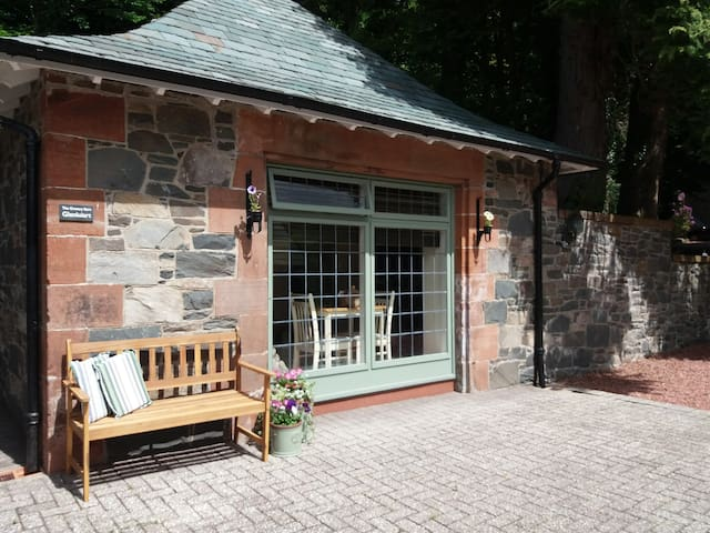 Glenluiart Cottages, The Granary in Moniaive