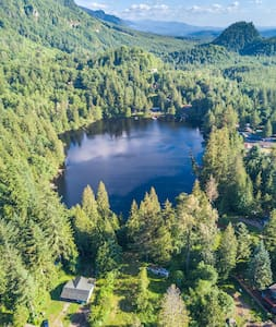 Lakefront Cottage in S Cascade Foothills