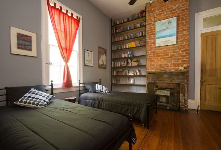 Lovely Room in Historic Treme Home