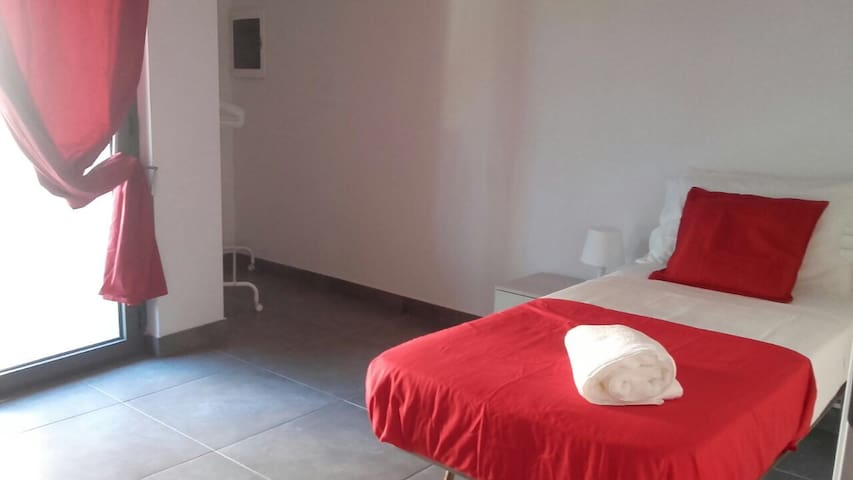 Single room near station airport