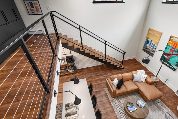 2 Beds 2 Baths 4 Guests - All New Downtown 2 Story