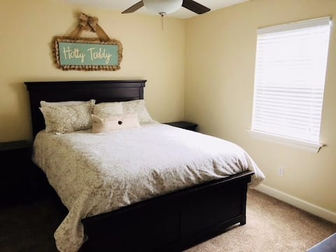 Close to Ole Miss! Super Safe Area! 2 Bedrooms!