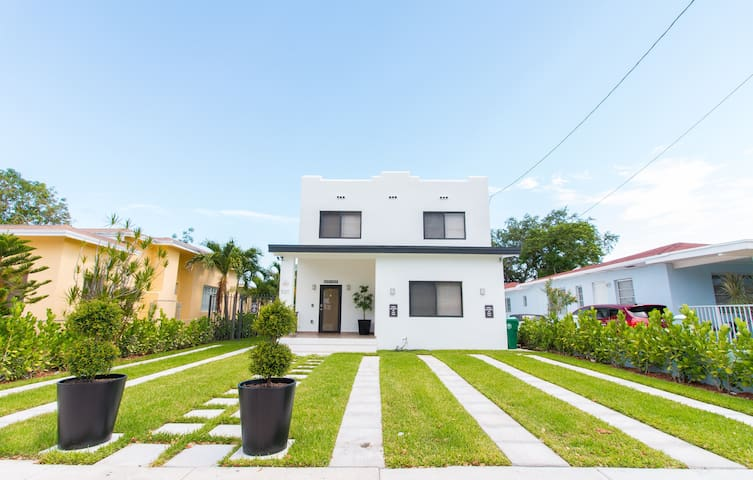 Modern In Brickell Area With Pool & Private Deck