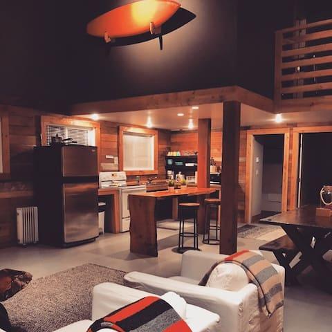 FLO B A Y HOUSE