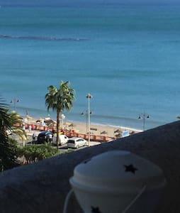 Primera línea de playa y céntrico. - Benalmádena - Lakás