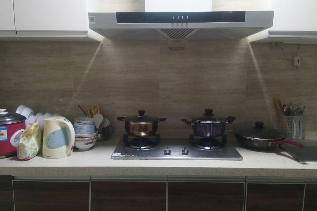 这是房间的厨房,共用的空间