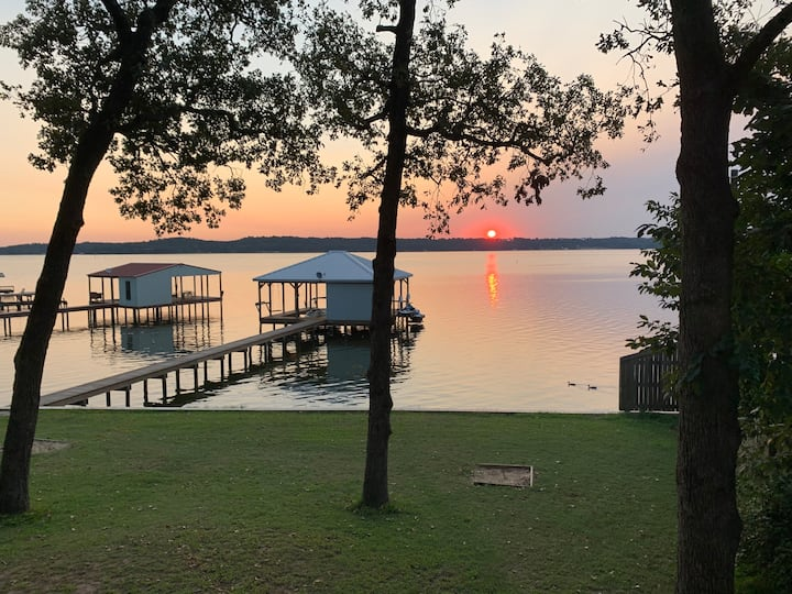 Waterfront home on Lake Palestine