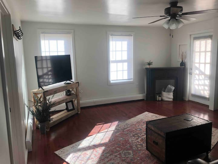Apt. in Historic Mystic, Easy walk to Downtown!