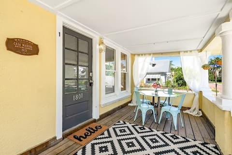 Enjoy a historic Florida cottage near Intracoasta